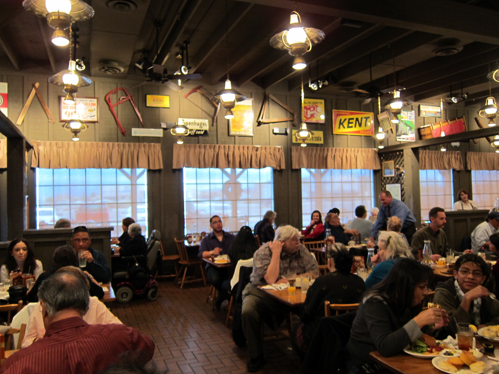 an introduction to the history of the cracker barrel Our cracker barrel timeline gives you a glimpse into our company history and  how we've kept our sole mission of pleasing people a priority year after year.