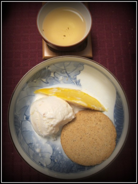 Ice cream, mango and cookie to pair with unknown but delicious oolong.