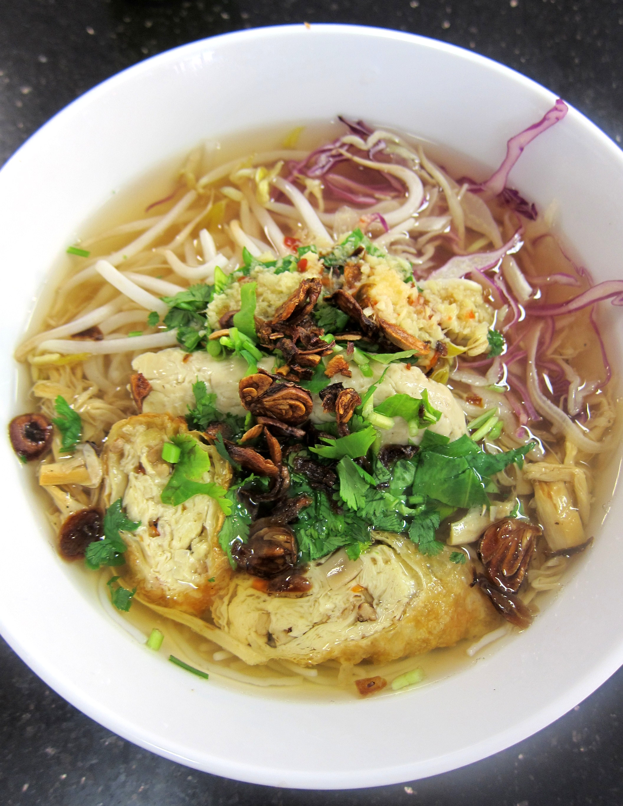 Bun mang – with bamboo shoot, seitan, beansprout and rice noodle