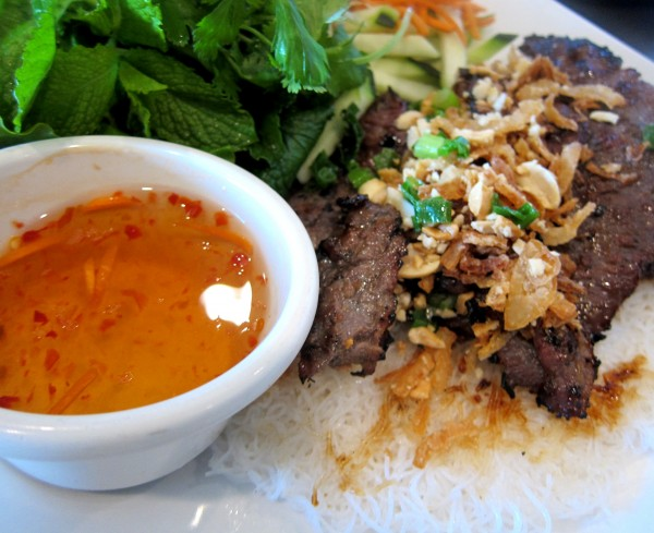 Banh hoi - thin rice noodle mesh with lemongrass grilled beef